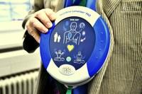 Defibrilátor může zachraňovat životy přímo na radnici