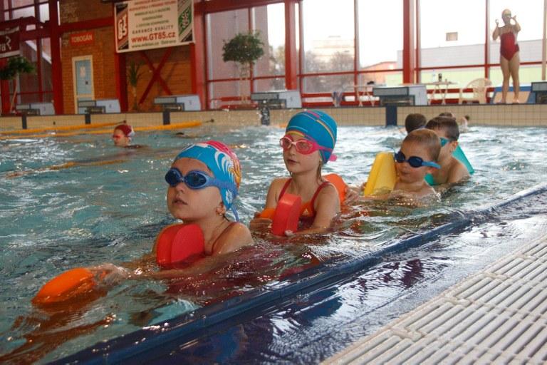 Děti se mohou od září zdokonalit v plavání