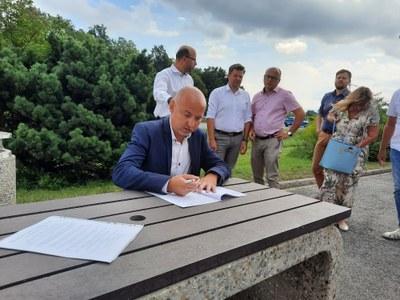 Jih se připojil k  žádosti o zrušení dálniční známky mezi Frýdkem-Místkem a Ostravou