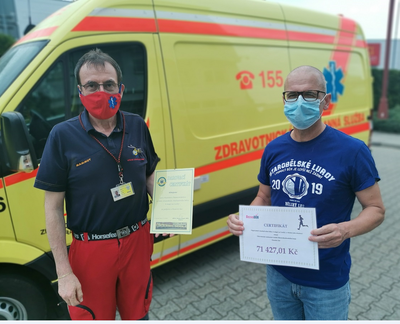 Moravskoslezští záchranáři obdrželi finanční dar díky charitativnímu běhu