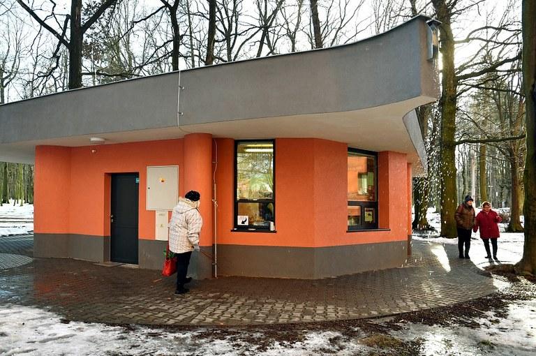 Na kraji Bělského lesa najdete bistro a nově i veřejné toalety