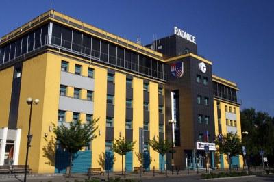 Na území obvodu žije 109 326 obyvatel