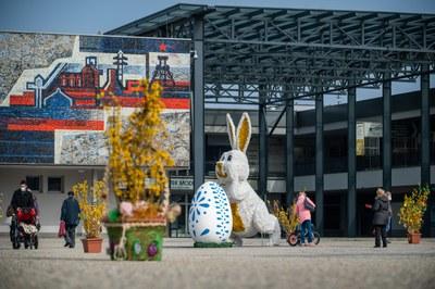 Náměstí Ostrava-Jih vládne jarní atmosféra a blížící se Velikonoce