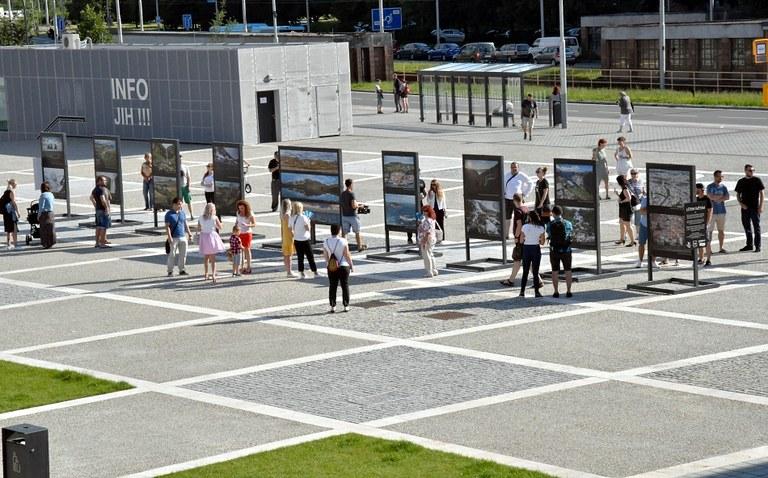 Náměstí Ostrava-Jih se proměnilo ve fotogalerii pod širým nebem