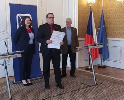 """Náš obvod získal ocenění """"Obec přátelská seniorům"""" a 800 tisíc na další proseniorské aktivity"""