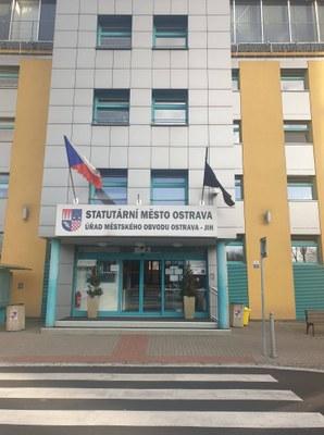 Obvod uctí oběti střelby ve Fakultní nemocnici Ostrava
