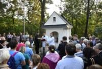 Požehnání kapličky se zúčastnily stovky lidí