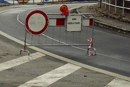 Pozor! V pátek večer se kvůli demolici mostu uzavře Rudná — Čeština