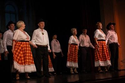 Řecké tance, maďarský zpěv nebo Saxana na koštěti?