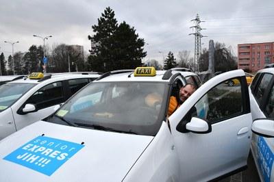 Senior EXPRES JIH !!! opět rozšířil vozový park. Zvýhodněnou dopravu v našem obvodu zajišťuje již pět vozů