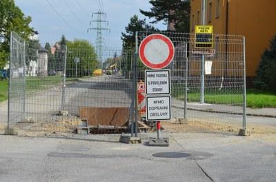 Stavební práce v Moravské ulici přinesou posun uzavírky