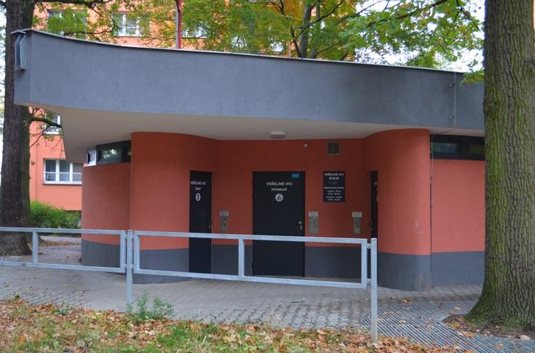U veřejné toalety byla upravena provozní doba