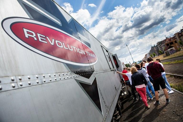 Žáci z Jihu si prohlédnou interaktivní protidrogový vlak REVOLUTION TRAIN