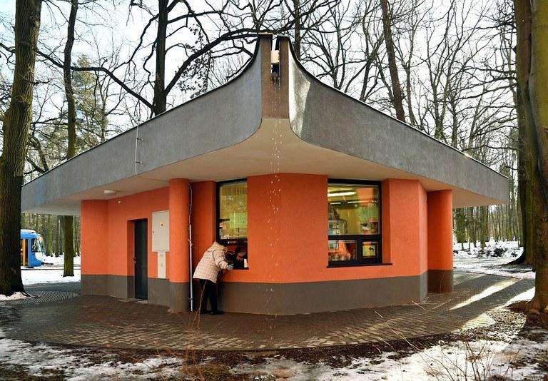 Na kraji Bělského lesa znovu funguje bistro a nově i veřejné toalety