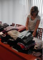Organizaci MOMENT darovali zaměstnanci radnice Ostravy-Jihu oblečení, boty i knihy