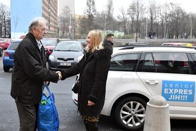 Předvánoční nadílka ve vozech Senior expresu Ostrava-Jih