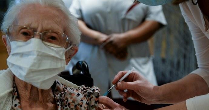 Přímo v domovech s pečovatelskou službou v Ostravě-Jihu se zítra budou senioři očkovat proti covid – 19