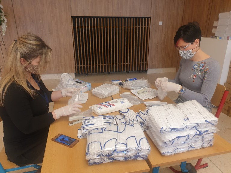Roušky dostane do poštovní schránky více než dvacet tisíc seniorů v Ostravě-Jihu