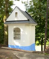 Zábřežská kaplička dříve sjednocovala při procesích, nyní při její záchraně
